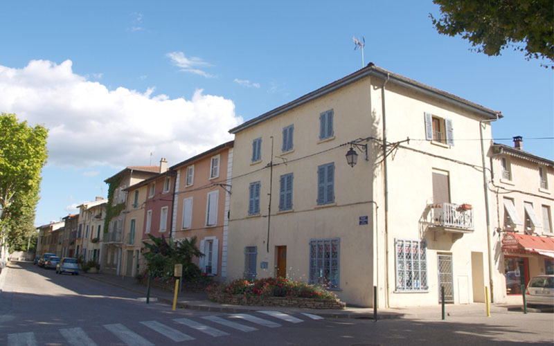 Bourg neuf, place Cinelli à Saint-Symphorien-d'ozon