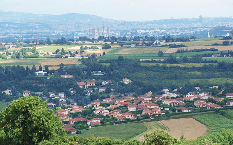 Circuit sur les hauteurs de Crapon avec vue sur la vallée du Rhône et Lyon